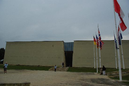 Caen, France : Ingresso del Memoriale