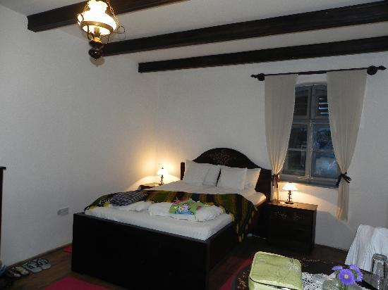 Casa cu Zorele: The room