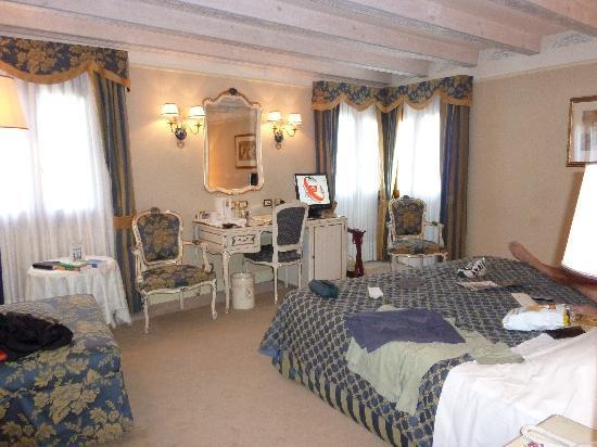 Hotel Antiche Figure: Bedroom