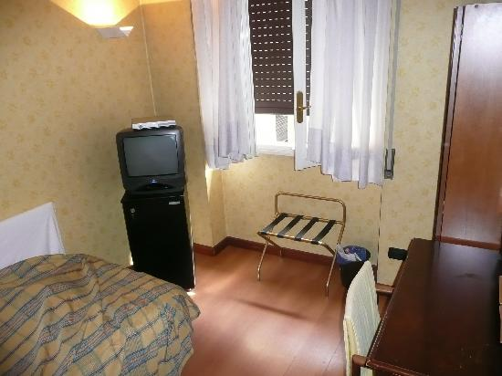 low priced 5342c 113da Single Room - Foto di Hotel Lombardia, Milano - TripAdvisor
