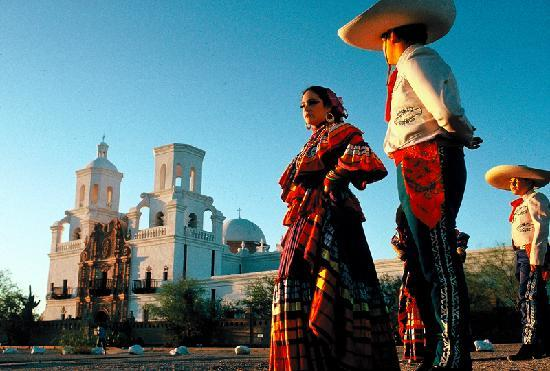 Тусон, Аризона: Mission San Xavier del Bac is known as one of the finest examples of mission architecture in the