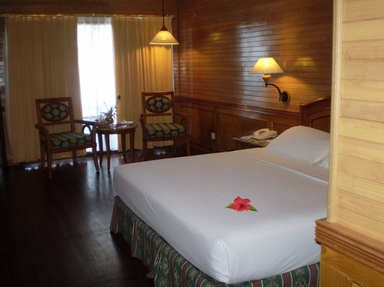 Royal Island Resort & Spa : Our beach bungalow was lovely