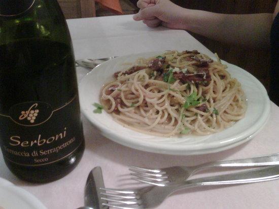 Borgiano di Serrapetrona, Italy: Carbonara, primo piatto