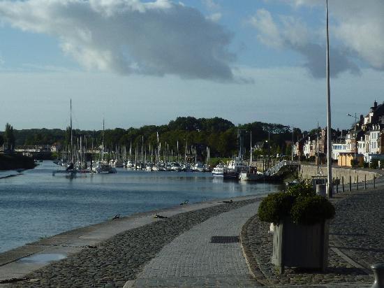 Hôtel du Port et des Bains : Environnement immédiat