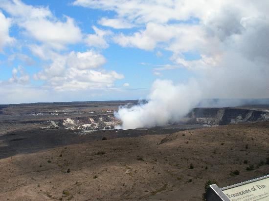 VolcanoDiscovery Hawai'i: Caldera smoking