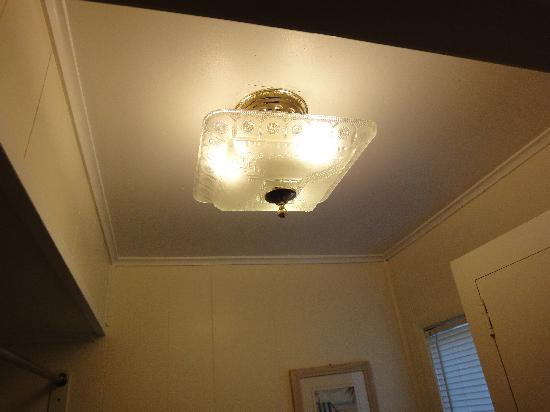 Beachcomber Resort At Montauk : Dated Light Fixture