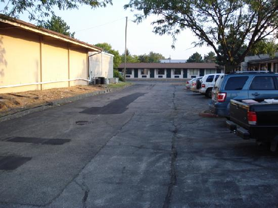 Knights Inn South Bend: Parking lot