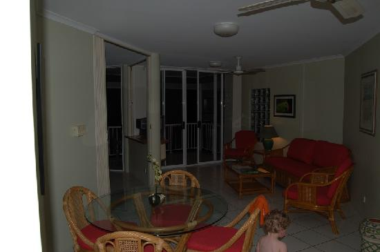 Golden Sands Beachfront Resort: Living area