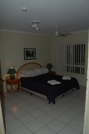 Golden Sands Beachfront Resort: Bedroom