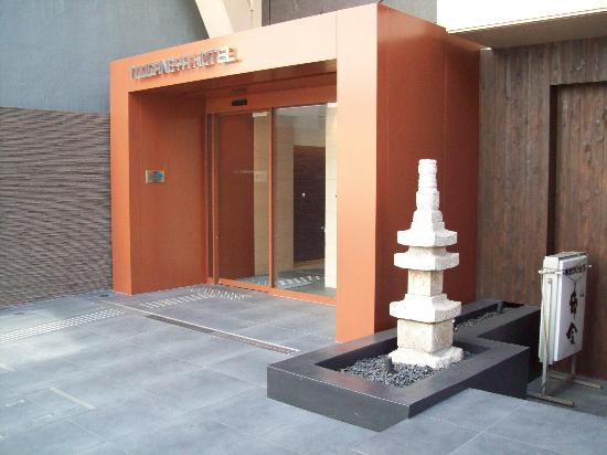Ueno Touganeya Hotel: Hotel front entrance
