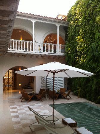 Tcherassi Hotel: courtyard