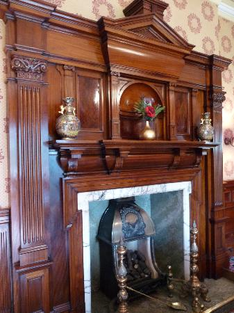 Garvock House Hotel: Magnificent fireplace in the dining room