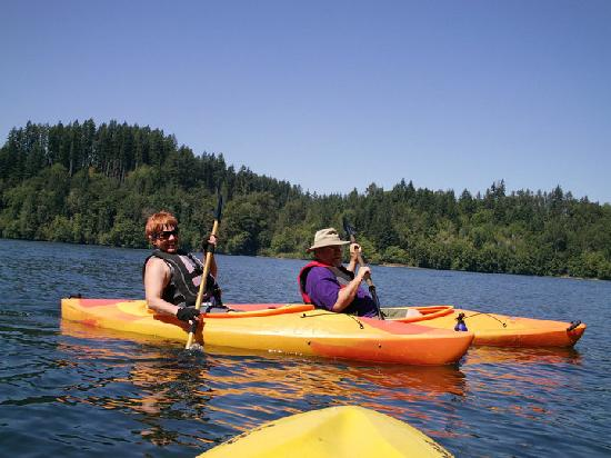 Lake Mayfield  Marina Resort & RV Park: Kayaking on the lake