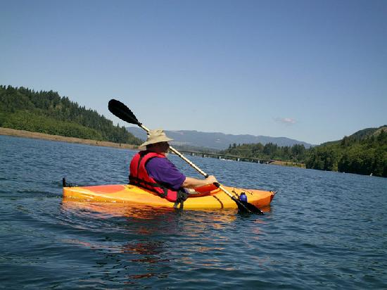Lake Mayfield  Marina Resort & RV Park: Me, an old  wounded vet, Kayaking