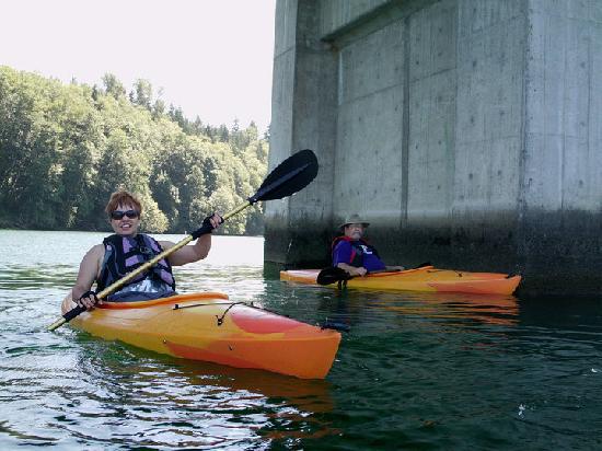 Lake Mayfield  Marina Resort & RV Park: We meet up under the bridge