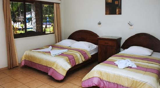 Hotel Los Almendros: Rooms picture