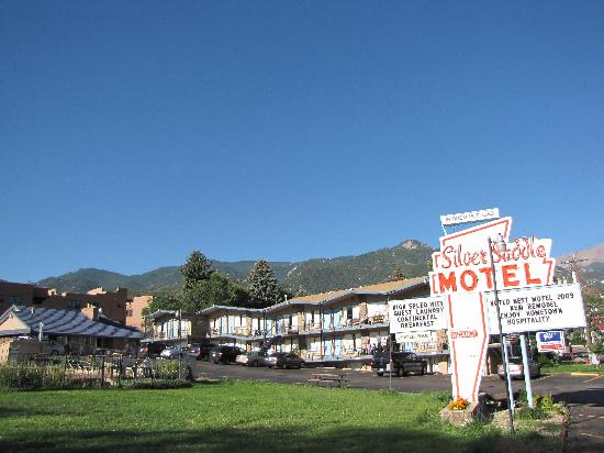 ‪سيلفر سادل موتل: Silver Saddle Motel, sign and complex‬