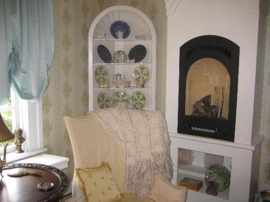 The Chatelaine B&B: The Swan Room