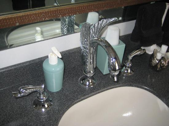 The Chatelaine B&B: Even the faucet is a swan