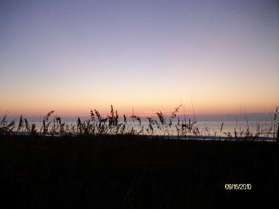 Oceaneer Motel : Sunrise from the back deck.