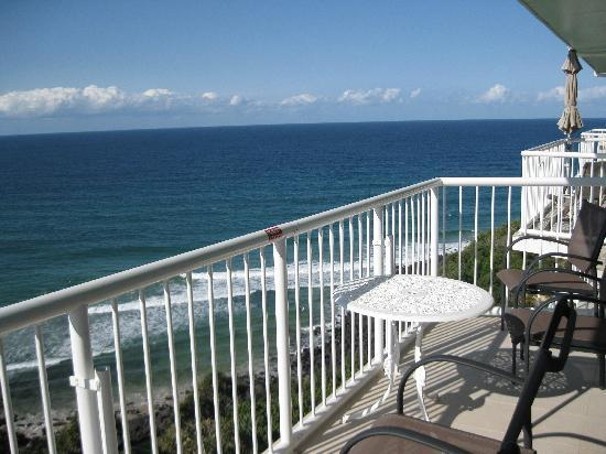 Hillhaven Holiday Apartments: View from the balcony to the south
