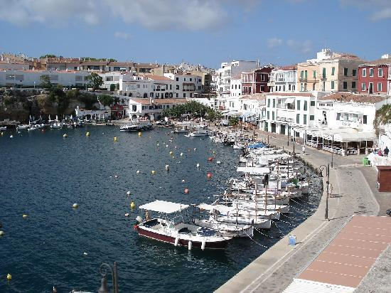 Hotel Agamenon: Cala Fonts - 10 min stroll away
