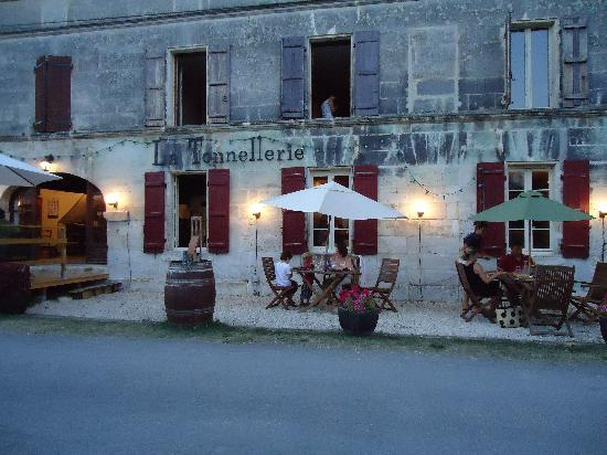 Chateauneuf-sur-Charente, France: The restaurant