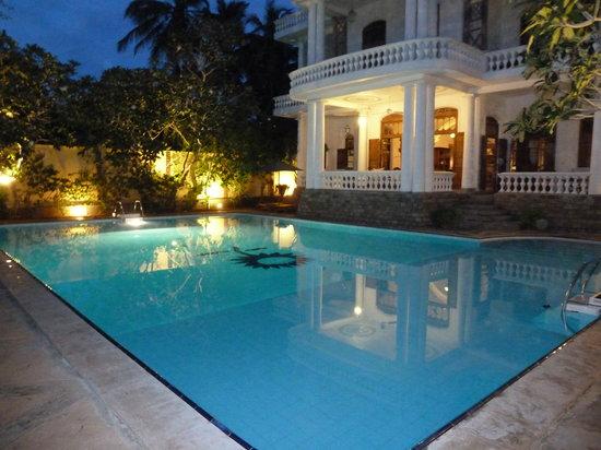 La Maison Nil Manel: Ambiance au crépuscule