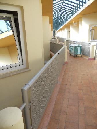 Le Jardin Resort: Ballatoi e finestre wc