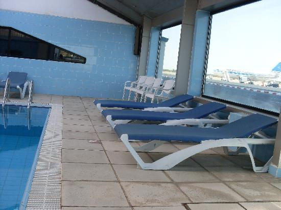 Safir Airport Hotel: view of the swimming pool