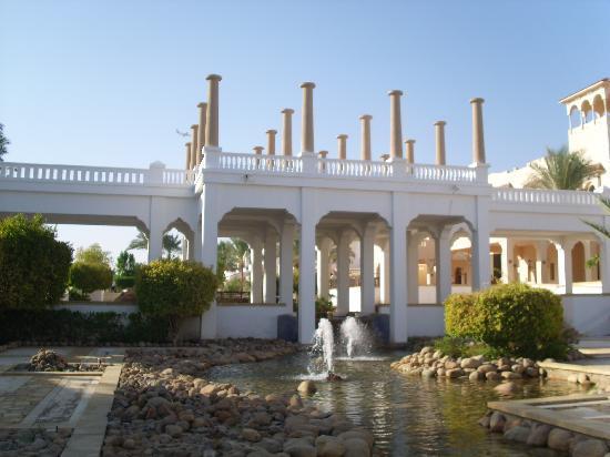 Continental Garden Reef Resort: fuori hall