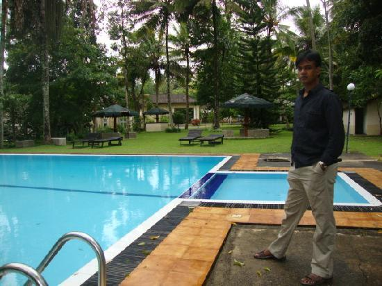 The Mansion: WITH SWIMMING POOL