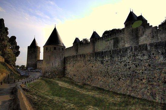 Auberge de Jeunesse Hi Carcassonne : Carcassonne - outside the walls, evening
