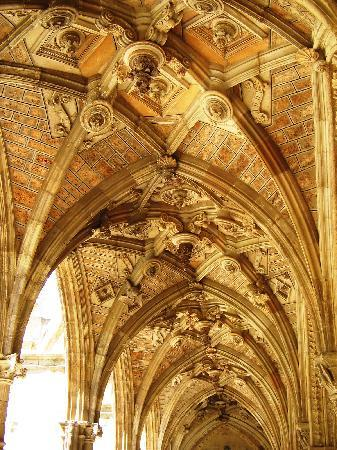 León, Spagna: particolare del chiostro