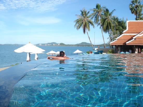 Samui Buri Beach Resort Pool