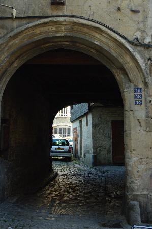 Caen, Francia: Portone in Rue Froide