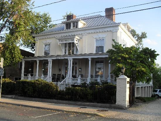 200 South Street Inn: from the front