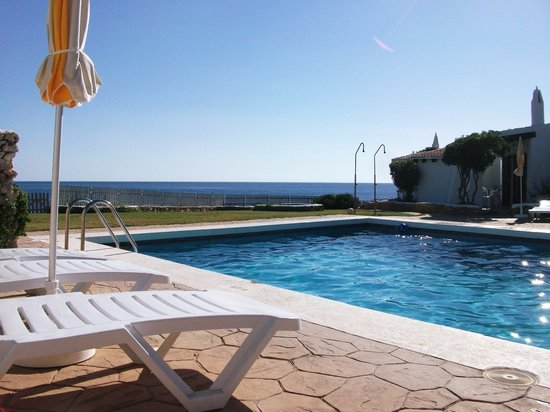 Binibeca, İspanya: Pool area, view to the sea