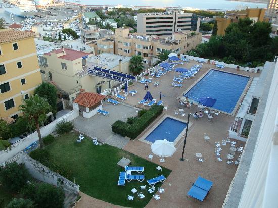 Hotel Amic Horizonte : aussicht auf pools
