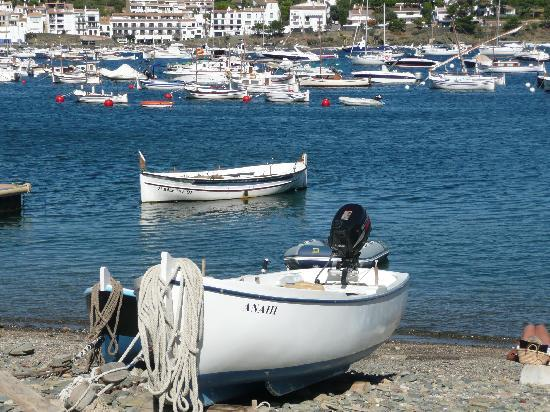 Cadaques, Spagna: one of the many boats around
