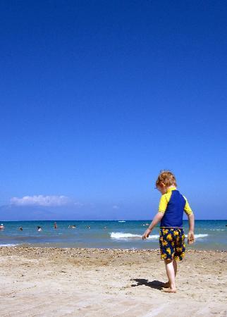 Christy's Beach Villas: Tsivili beach - beautiful waters