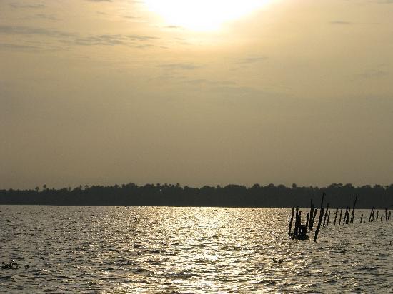 Suvasam Lake Resort: View from resort 2