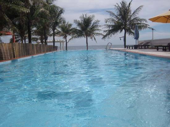 Grace Boutique Resort: Infinity Pool