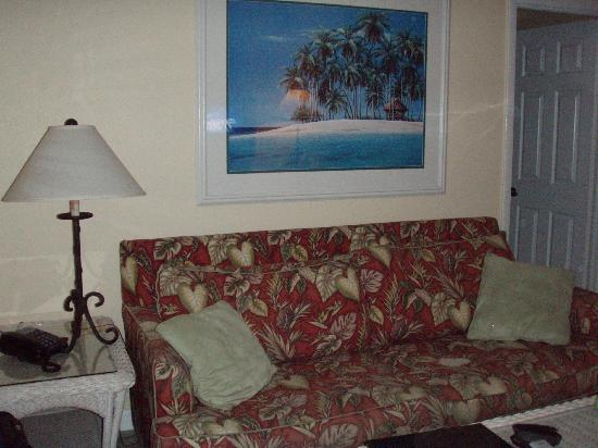 Tradewinds Beach Resort: South Cottage Living Room