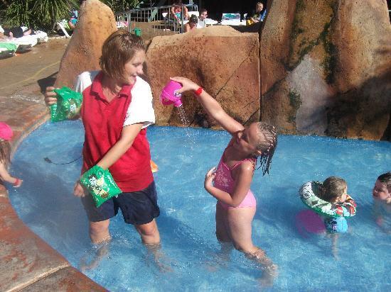 Hotel Villamarina Club: Fun in the kiddies pool