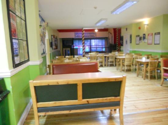 Four Courts Hostel: Dining/hanging out area