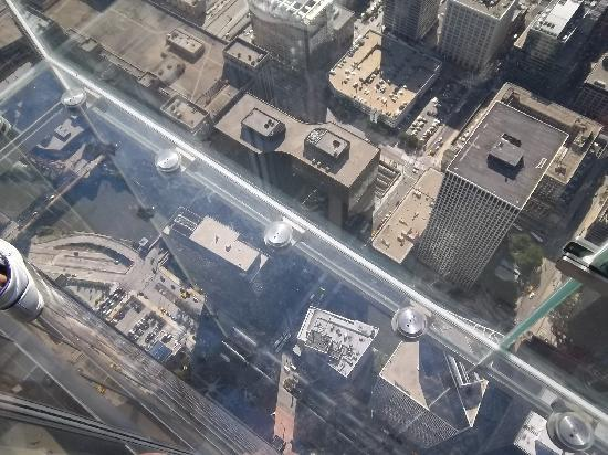Skydeck Chicago   Willis Tower: Looking Down 104 Floors Through The Glass  Floor