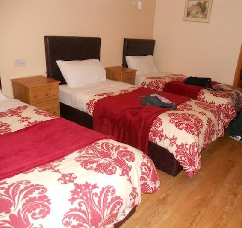 White Lodge Trim: Triple twin beds, very spacious room