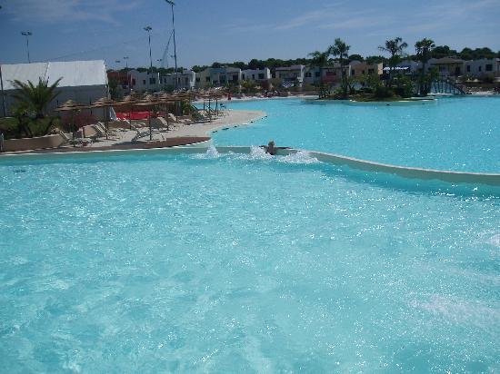 I Turchesi Club Village: Veduta della piscina!