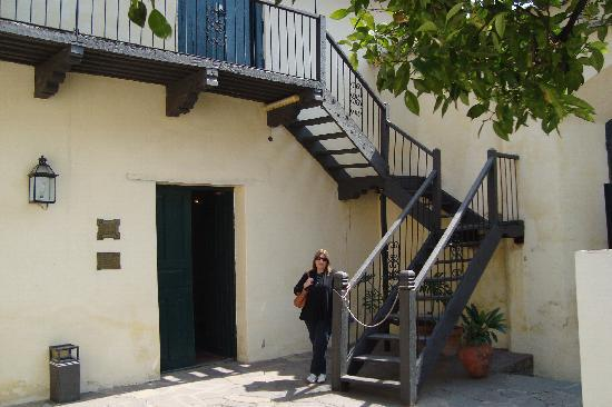 Museo Historico Jose Evaristo Uriburu: Escalera al piso superior